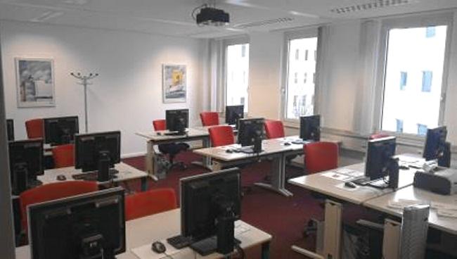 http://cdn1.townmile-augsburg.de/tl_files/theme_4_blue/files/layout/seminarraum1.jpg